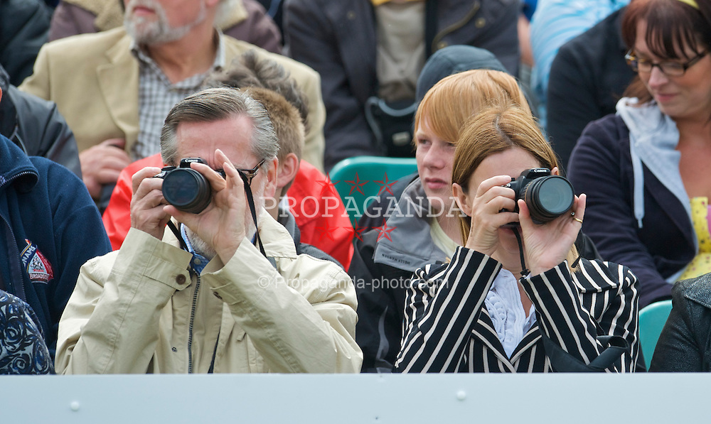 LIVERPOOL, ENGLAND - Sunday, June 21, 2009: Spectators take photographs during Day Five of the Tradition ICAP Liverpool International Tennis Tournament 2009 at Calderstones Park. (Pic by David Rawcliffe/Propaganda)