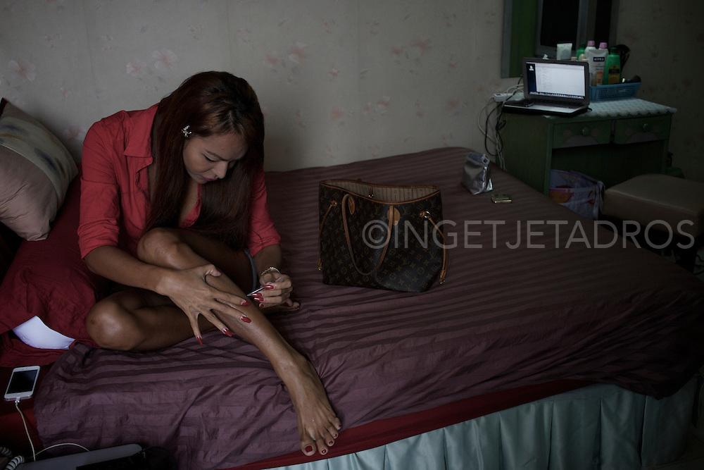 Grooming involves several hours a day. Bangkok, Thailand.