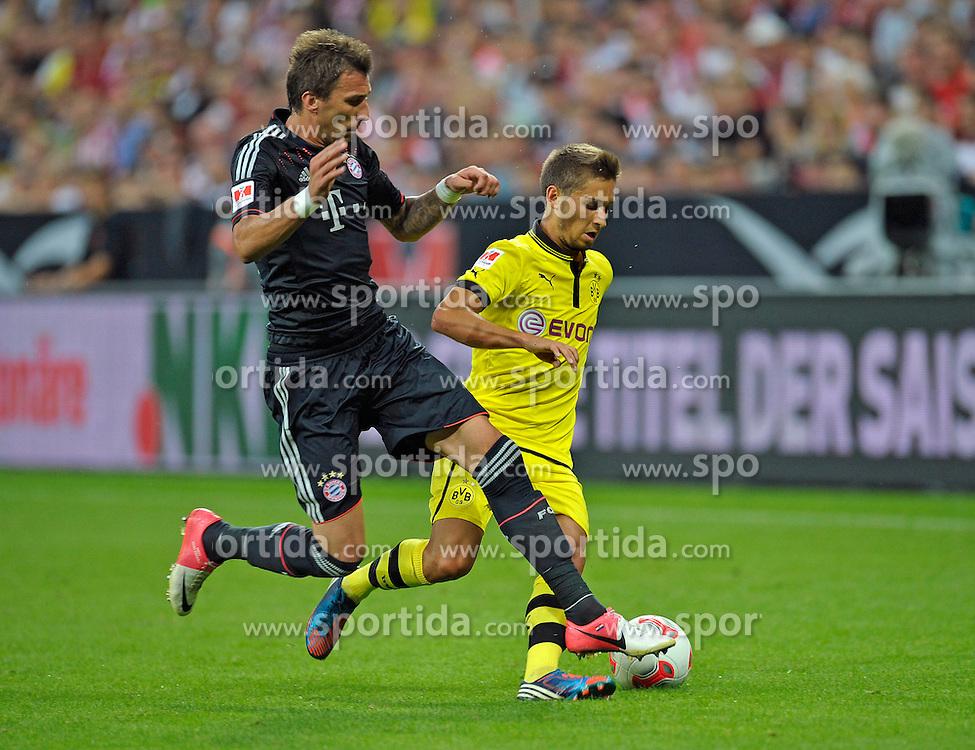 Football: Germany, Supercup 2012, FC Bayern Munich - BVB Borussia Dortmund, Muenchen, 12.08.2012.Mario Mandzukic (Bayern, l.) - Moritz Leitner (Dortmund).© pixathlon.