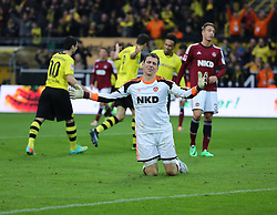 01.03.2014, Signal Iduna Park, Dortmund, GER, 1. FBL, Borussia Dortmund vs 1. FC Nuernberg, 23. Runde, im Bild Torwart Raphael Schaefer (1 FC Nuernberg #1) enttaeuscht nach dem 2:0 durch Robert Lewandowski (Borussia Dortmund #9), Enttaeuschung, Pech, Trauer, negativ // during the German Bundesliga 23th round match between Borussia Dortmund and 1. FC Nuernberg at the Signal Iduna Park in Dortmund, Germany on 2014/03/01. EXPA Pictures © 2014, PhotoCredit: EXPA/ Eibner-Pressefoto/ Schueler<br /> <br /> *****ATTENTION - OUT of GER*****