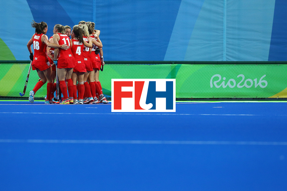 RIO DE JANEIRO, BRAZIL - AUGUST 19:  Great Britain players in a huddle during the Women's Gold Medal Match against the Netherlands on Day 14 of the Rio 2016 Olympic Games at the Olympic Hockey Centre on August 19, 2016 in Rio de Janeiro, Brazil.  (Photo by Tom Pennington/Getty Images)
