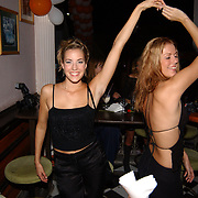 Miss Nederland 2003 reis Turkije, Sanne de Regt en Natascha Leber