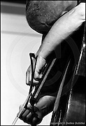 Berlin, DEU, 08.07.1992: Jazz Music , Peter Kowald, Hand am Bass, Workshop Freie Musik, Berlin, 08.07.1992,  ( Keywords: Musiker ; Musician ; Musik ; Music ; Jazz ; Jazz ; Kultur ; Culture ) ,  [ Photo-copyright: Detlev Schilke, Postfach 350802, 10217 Berlin, Germany, Mobile: +49 170 3110119, photo@detschilke.de, www.detschilke.de - Jegliche Nutzung nur gegen Honorar nach MFM, Urhebernachweis nach Par. 13 UrhG und Belegexemplare. Only editorial use, advertising after agreement! Eventuell notwendige Einholung von Rechten Dritter wird nicht zugesichert, falls nicht anders vermerkt. No Model Release! No Property Release! AGB/TERMS: http://www.detschilke.de/terms.html ]