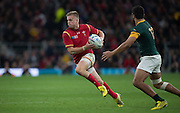 Twickenham, Great Britain,  Gareth ANSCOMBE changing dirction to pass Damian DE ALLENDE, during the Quarter Final 1 game, South Africa vs Wales.  2015 Rugby World Cup,  Venue, Twickenham Stadium, Surrey, ENGLAND.  Saturday  17/10/2015.   [Mandatory Credit; Peter Spurrier/Intersport-images]