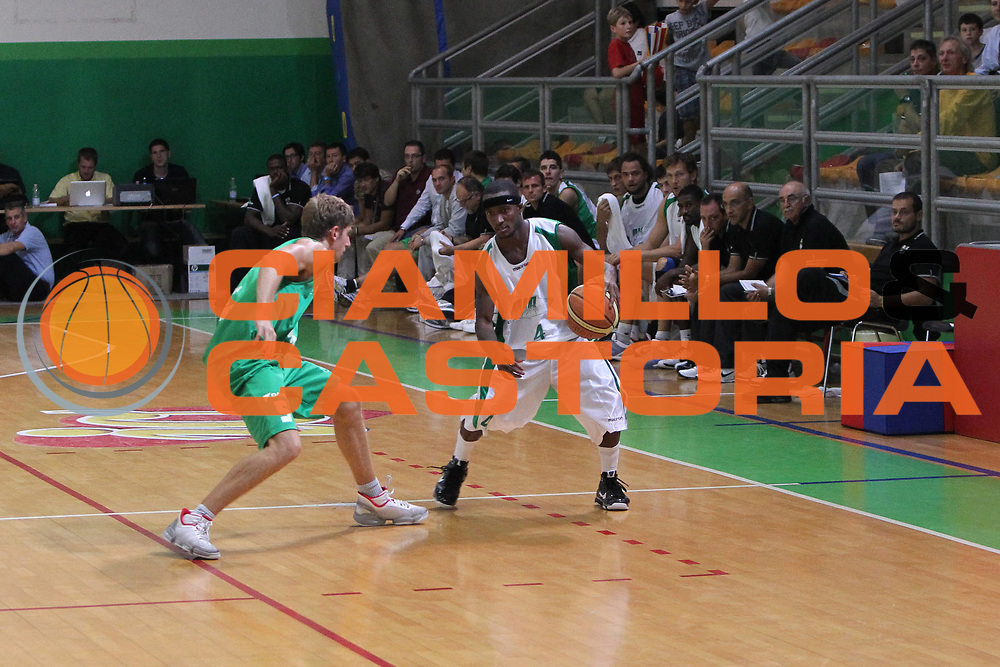 DESCRIZIONE : Castelfranco Veneto Lega A 2010-11 Amichevole Benetton Treviso Air Avellino<br /> GIOCATORE : Marques Green<br /> SQUADRA : Air Avellino<br /> EVENTO : Campionato Lega A 2010-2011 <br /> GARA : <br /> DATA : 14/09/2010<br /> CATEGORIA :  Palleggio<br /> SPORT : Pallacanestro <br /> AUTORE : Agenzia Ciamillo-Castoria/G.Contessa<br /> Galleria : Lega Basket A 2010-2011 <br /> Fotonotizia : Castelfranco Veneto Lega A 2010-11 Amichevole Benetton Treviso Air Avellino<br /> Predefinita :