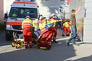 Mannheim. 12.06.17 | Freiwillige Feuerwehr übt <br /> Neckarau. Freiwillige Feuerwehr übt Rettungseinsatz in verwinkelten Gebäuden. Dazu hat das Lager Prime Selfstorage das Gebäude zur Verfügung gestellt. Übung der Freiwilligen Feierwehr <br /> <br /> <br /> BILD- ID 1070 |<br /> Bild: Markus Prosswitz 12JUN17 / masterpress (Bild ist honorarpflichtig - No Model Release!)