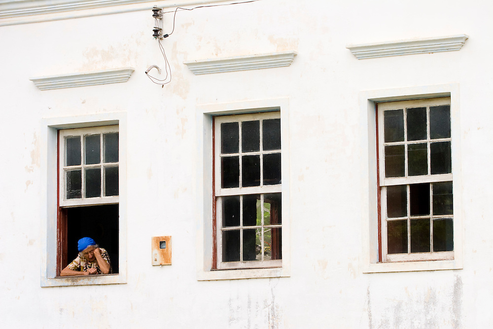 Santos Dumont_MG, Brasil...Idosa na janela de uma casa em Santos Drumond...The eldery in the house window in Santos Drumond...Foto: LEO DRUMOND / NITRO..