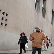 New York , pedestrians and office people walking near World trade center worksite, in lower Manhattan / pieton dans les rues dans le quartier de Ground zero