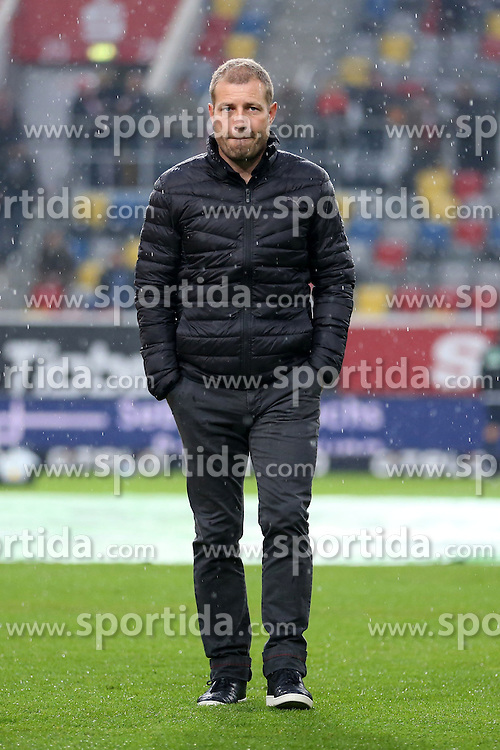 16.10.2015, Esprit Arena, Duesseldorf, GER, 2. FBL, Fortuna Duesseldorf vs DSC Arminia Bielefeld, 11. Runde, im Bild Trainer Frank Kramer (Fortuna Duesseldorf) // during the 2nd German Bundesliga 11th round match between Fortuna Duesseldorf and DSC Arminia Bielefeld at the Esprit Arena in Duesseldorf, Germany on 2015/10/16. EXPA Pictures &copy; 2015, PhotoCredit: EXPA/ Eibner-Pressefoto/ Sch&uuml;ler<br /> <br /> *****ATTENTION - OUT of GER*****