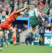Reading, GREAT BRITAIN,  Ramis ALVAREZ-KAIRELIS attempt to charge down peter HEWAT clearance kick breaking, during the Heineken, Quarter Final, Cup rugby match,  London Irish vs Perpignan, at the Madejski Stadium on Sat 05.04.2008 [Photo, Peter Spurrier/Intersport-images]