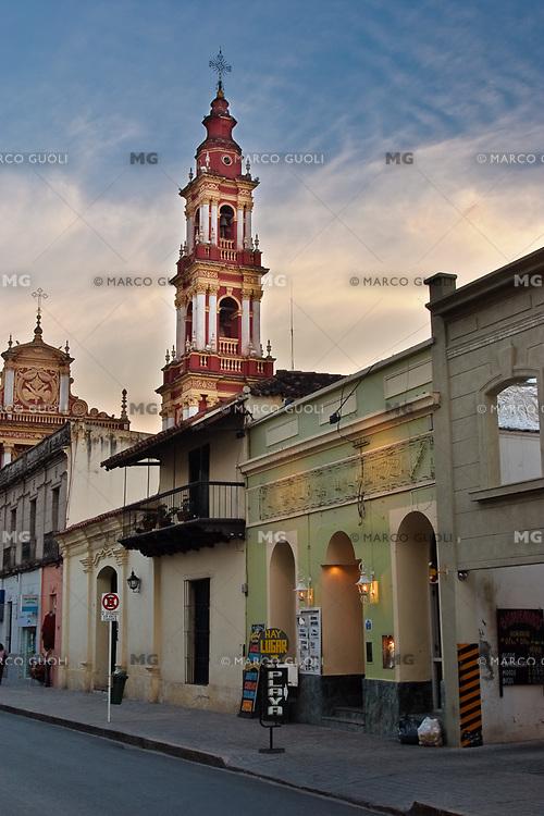 IGLESIA SAN FRANCISCO (MHN Monumento Histórico Nacional) Y CASA URIBURU (MHN Monumento Histórico Nacional), CALLE CASEROS, CIUDAD DE SALTA, PROV. DE SALTA, ARGENTINA