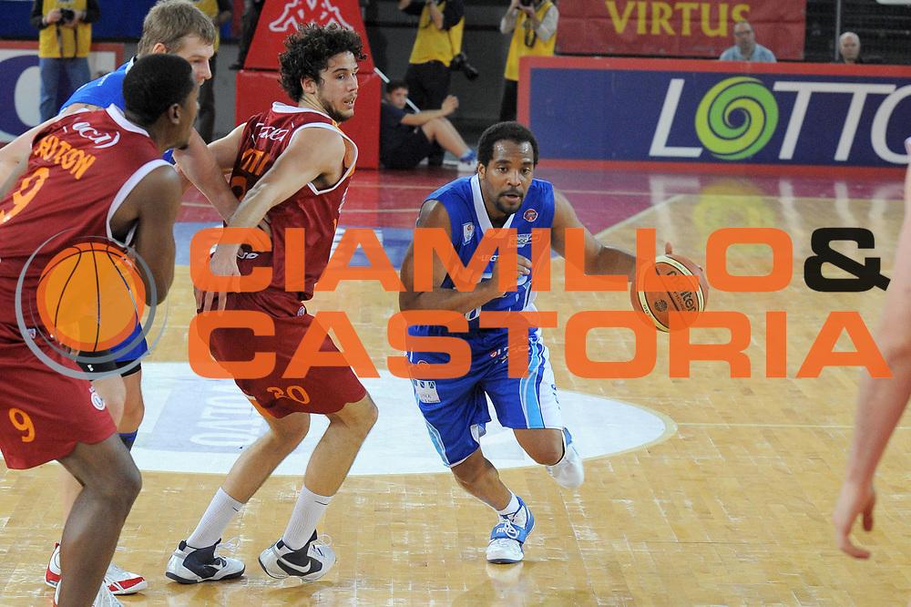 DESCRIZIONE : Roma Lega A 2009-10 Lottomatica Virtus Roma NGC Medical Cantu<br /> GIOCATORE : Jerry Green<br /> SQUADRA : NGC Medical Cantu<br /> EVENTO : Campionato Lega A 2009-2010<br /> GARA : Lottomatica Virtus Roma NGC Medical Cantu<br /> DATA : 29/11/2009<br /> CATEGORIA : Palleggio<br /> SPORT : Pallacanestro<br /> AUTORE : Agenzia Ciamillo-Castoria/G.Vannicelli<br /> Galleria : Lega Basket A 2009-2010<br /> Fotonotizia : Roma Campionato Italiano Lega A 2009-2010 Lottomatica Virtus Roma NGC Medical Cantu<br /> Predefinita :
