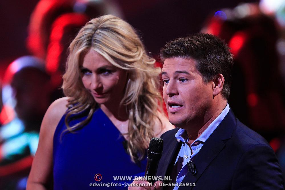 NLD/Hilversum/20100409 - 1e Live uitzending X-Factor 2010, Wendy van Dijk en Martijn Krabbe