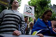 Frankfurt am Main | 05 July 2014<br /> <br /> Am Samstag (05.07.2014) demonstrierten am Domplatz in Frankfurt am Main etwa 25 Menschen f&uuml;r die Unabh&auml;ngigkeit der Ukraine und gegen den Einfluss von Russland.<br /> Hier: Demonstranten mit einem Plakat mit einer Grafik, in der Putin als Hitler stilisiert wird und der Aufschrift &quot;Putler - Hands Off Ukraine&quot;.<br /> <br /> [Foto honorarpflichtig, kein Model Release]<br /> <br /> &copy;peter-juelich.com