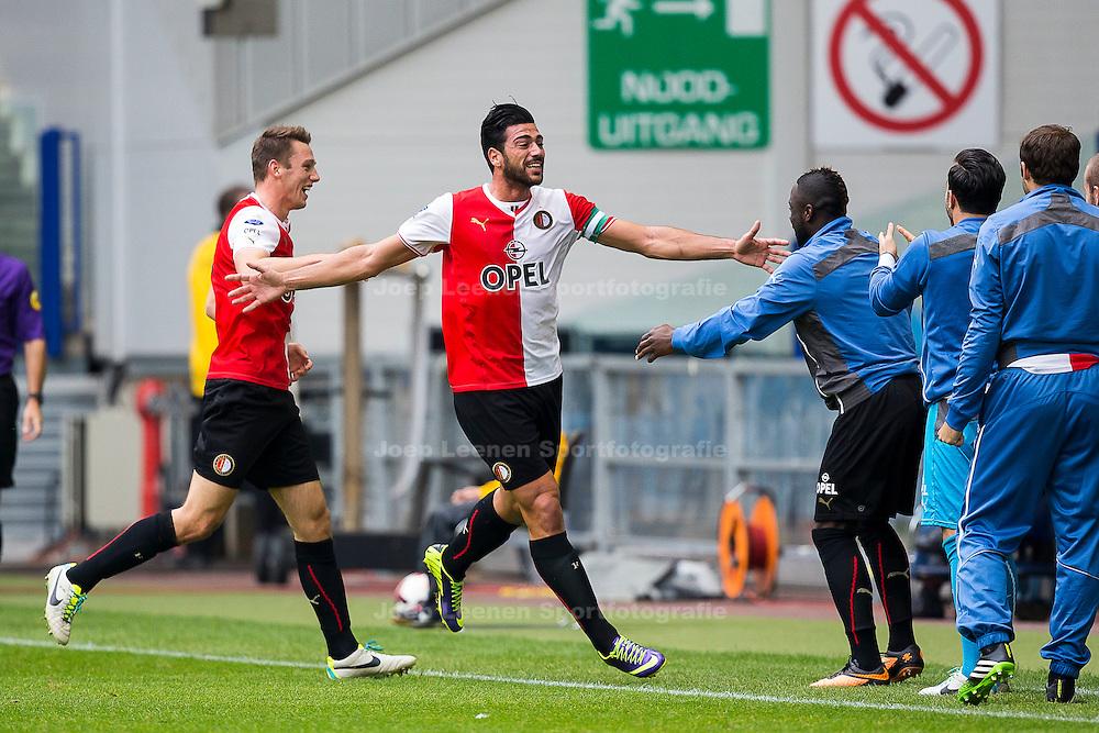 ARNHEM, Vitesse - Feyenoord, voetbal Eredivisie, seizoen 2013-2014, 06-10-2013, Stadion Gelredome, Feyenoord speler Graziano Pelle (2L) heeft de 0-2 gescoord en viert dat met de bank, Feyenoord speler Stefan de Vrij (L).