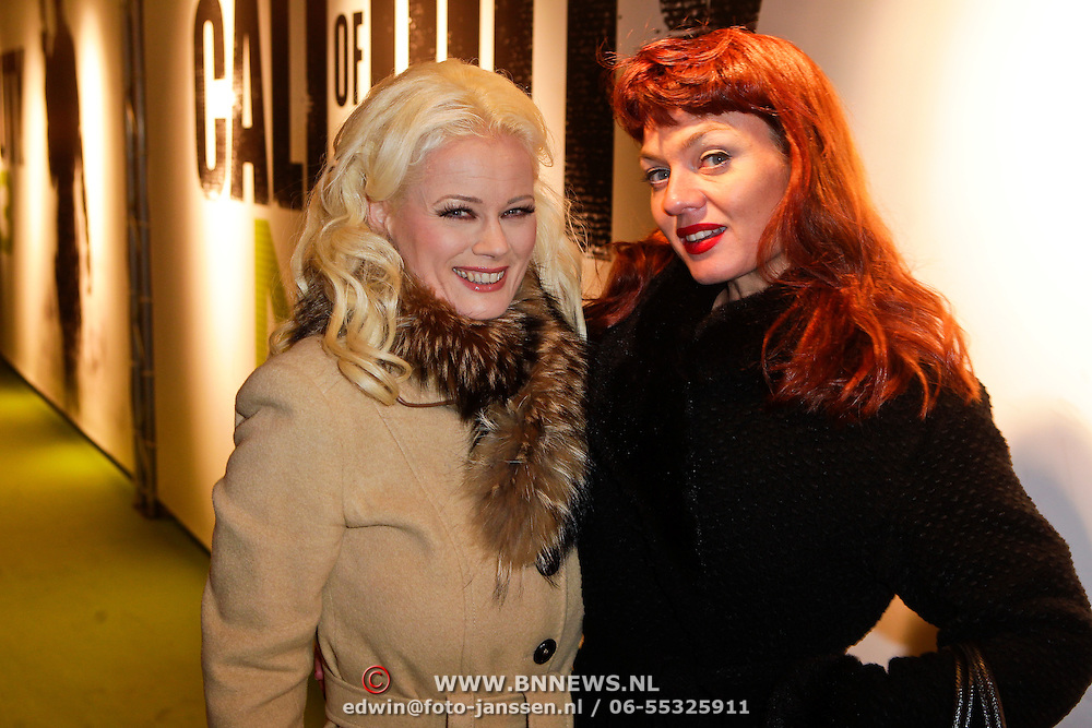 NLD/Amsterdam/20111107- Lancering Call of Duty MW3, Monique Sluyter en Sue, assistente Herman Brood