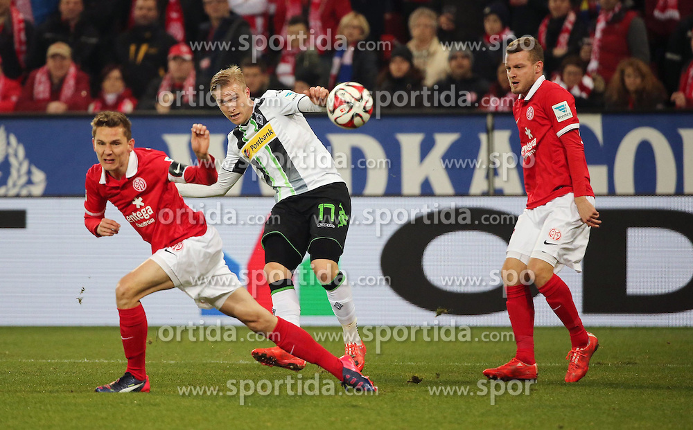 07.03.2015, Coface Arena, Mainz, GER, 1. FBL, 1. FSV Mainz 05 vs Borussia Moenchengladbach, 24. Runde, im Bild v.Niko Bungert (Mainz) gegen Oscar Wendt (Gladbach) // during the German Bundesliga 24th round match between 1. FSV Mainz 05 and Borussia Moenchengladbach at the Coface Arena in Mainz, Germany on 2015/03/07. EXPA Pictures &copy; 2015, PhotoCredit: EXPA/ Eibner-Pressefoto/ Neurohr<br /> <br /> *****ATTENTION - OUT of GER*****