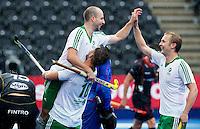LONDON -  Unibet Eurohockey Championships 2015 in  London. Belgium v Ireland  . Peter Caruth (m) scored for Ireland 0-1 and celebrates with Alan Sothern and Michael Watt. WSP Copyright  KOEN SUYK