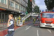 Mannheim. 30.06.17   Brand in der Innenstadt<br /> Innenstadt. N7. Brand in einer Bar.<br /> Zu einem größeren Rückstau von Lieferfahrzeugen in der Kunststraße führt derzeit ein Brand in der Mannheimer Innenstadt. Wegen der Löscharbeiten ist die Kunststraße derzeit noch gesperrt. Die Feuerwehr war am Morgen zu einer Verpuffung in einem Gastronomiebetrieb gerufen worden. Tatsächlich brannte es in der Küche. Das Feuer führte zu einer starken Rauchentwicklung. Zeitweise waren zwei Löschzüge der Berufsfeuerwehr und die Freiwillige Feuerweh Innenstadt im Einsatz. Derzeit werden die Schläuche eingerollt, die Einsatzstelle wohl in kurzer Zeit freigegeben. Bei dem Brand zogen sich drei Personen Rauchgasvergiftungen zu. Sie kamen zur Behandlung ins Krankenhaus.<br /> <br /> <br /> BILD- ID 0420  <br /> Bild: Markus Prosswitz 30JUN17 / masterpress (Bild ist honorarpflichtig - No Model Release!)