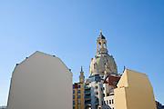 Frauenkirche, Rückseite der Häuser am Neumarkt, Dresden, Sachsen, Deutschland.|.church of Our Lady, rear of houses on Neumarkt,  Dresden, Germany