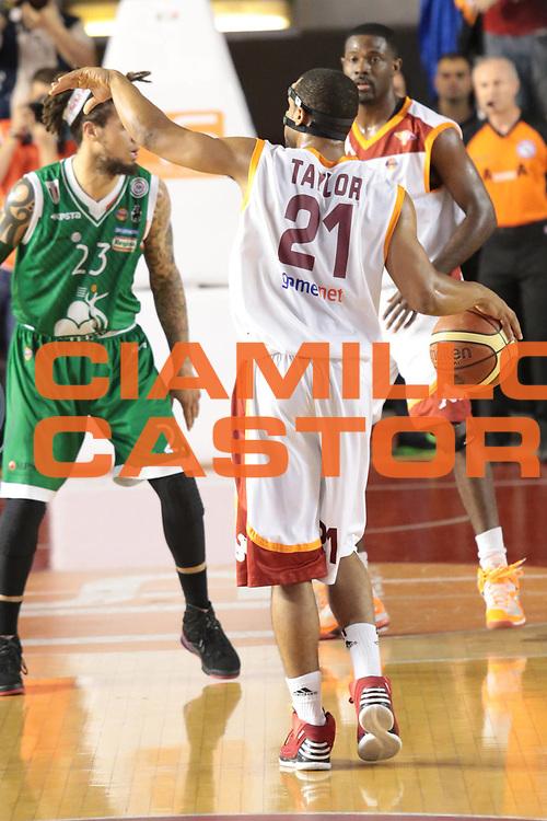 DESCRIZIONE : Roma Lega A 2012-2013 Acea Roma Montepaschi Siena finale gara 2<br /> GIOCATORE : Taylor Jordan<br /> CATEGORIA : schema mani<br /> SQUADRA : Acea Roma<br /> EVENTO : Campionato Lega A 2012-2013 playoff finale gara 2<br /> GARA : Acea Roma Montepaschi Siena<br /> DATA : 13/06/2013<br /> SPORT : Pallacanestro <br /> AUTORE : Agenzia Ciamillo-Castoria/M.Simoni<br /> Galleria : Lega Basket A 2012-2013  <br /> Fotonotizia : Roma Lega A 2012-2013 Acea Roma Montepaschi Siena playoff finale gara 2<br /> Predefinita :