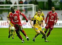 Fotball Brann-Bodø/Glimt 0-2 29.05.2003<br /> George Seyi Olofinjana, Brann og Stig Johansen fra Bodø/Glimt<br /> Foto:Chris Kyllingmark/Digitalsport