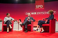 16 JUN 2013, BERLIN/GERMANY:<br /> Gertrud Steinbrueck (L), Ehefrau des Kanzlerkadidaten, und Peer Steinbrueck (M), SPD Kanzlerkandidat, und Bettina Boettinger (R), Moderatorin, im Dialog, SPD-Parteikonvent, Tempodrom<br /> IMAGE: 20130616-01-146<br /> KEYWORDS: Peer Steinbrück, Gertrud Steinbrück, Gespräch, Bettina Böttinger