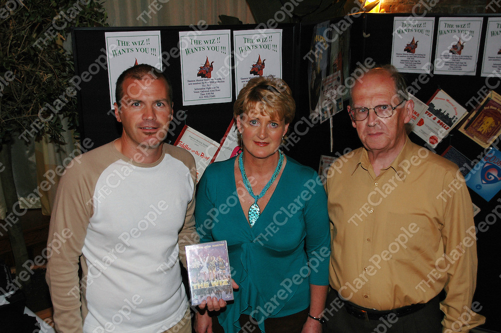 07/09/2005<br /> At the Oakwood Arms in Shannon for an information night on Shannon Musical Society's new production 'The Wiz' were, Derek Barrett, Chairperson Shannon Musical Society, Geralyn Hehir, the new president of Shannon Musical Society and Clem Garvey, Vice-President Shannon Musical Society. <br /> Picture. Cathal Noonan/Press22.