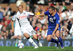 23.10.2011, Craven Cottage, London, ENG, PL, FC Fulham vs FC Everton, im Bild Everton's Phil Jagielka in action against Fulham's Bobby Zamora // during the Premier League match between FC Fulham vs FC Everton, at Craven Cottage stadium, London, United Kingdom on 23/10/2011. EXPA Pictures © 2011, PhotoCredit: EXPA/ Propaganda Photo/ Chris Brunskill +++++ ATTENTION - OUT OF ENGLAND/GBR+++++