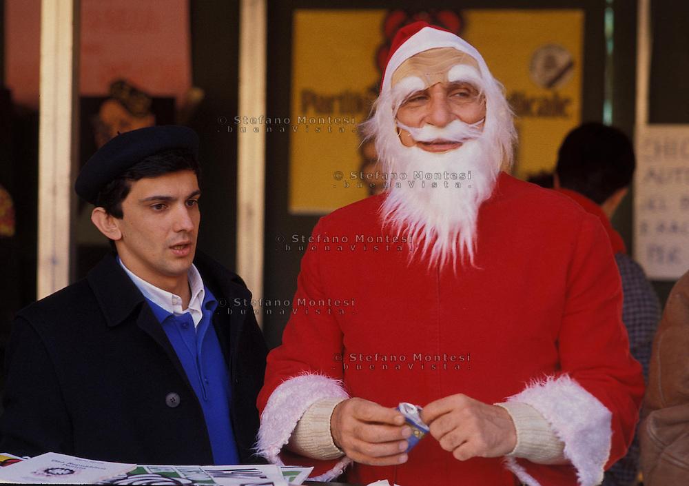 Roma 28 Dicembre 1995.Piazza Navona..Marco Pannella vestito da Babbo Natale con Giovanni Negri.Marco Pannella Santa Claus gown with Giovanni Negri.