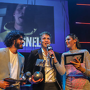 NLD/Amsterdam/20191028 - MTV Pre Party in Amsterdam, Rapper Snelle wint de award uitgereikt door Kai Nambiar en Femke Louise