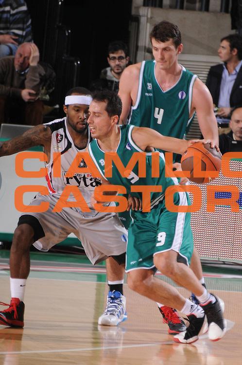 DESCRIZIONE : Treviso Lega A 2011-12 Eurocup Last 16 Benetton Treviso Lietuvos Rytas<br /> GIOCATORE : massimo bulleri<br /> CATEGORIA :  palleggio<br /> SQUADRA : Benetton Treviso Lietuvos Rytas<br /> EVENTO : Campionato Lega A 2011-2012 <br /> GARA : Benetton Treviso Lietuvos Rytas<br /> DATA : 28/02/2012<br /> SPORT : Pallacanestro <br /> AUTORE : Agenzia Ciamillo-Castoria/M.Gregolin<br /> Galleria : Lega Basket A 2010-2011 <br /> Fotonotizia : Treviso Lega A 2011-12 Eurocup Last 16 Benetton Treviso Lietuvos Rytas<br /> Predefinita :