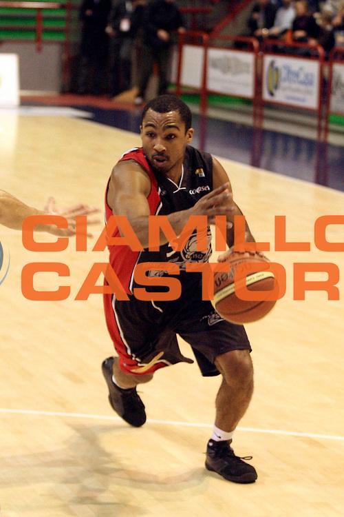 DESCRIZIONE : Pistoia Lega A2 2008-09 Carmatic Pistoia Basket Rimini Crabs<br /> GIOCATORE : Goss Phil<br /> SQUADRA : Basket Rimini Crabs<br /> EVENTO : Campionato Lega A2 2008-2009<br /> GARA : Carmatic Pistoia Basket Rimini Crabs<br /> DATA : 14/12/2008<br /> CATEGORIA : Palleggio<br /> SPORT : Pallacanestro<br /> AUTORE : Agenzia Ciamillo-Castoria/Stefano D'Errico