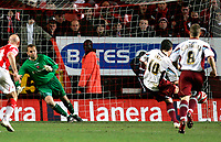 Photo: Tom Dulat/Sportsbeat Images.<br /> <br /> Charlton Athletic v Burnley. Coca Cola Championship. 01/12/2007.<br /> <br /> Andy Gray of Burnley scores penalty. Burnley leads 3-1 Charlton Athletic's Nicky Weaver missed to save the ball.