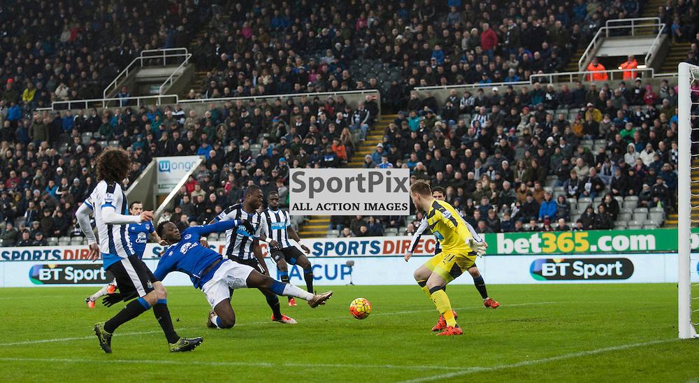 Romelu Lukaku stretches toward the ball in the Newcastle v Everton 26 December 2015<br /><br />(c) Russell G Sneddon / SportPix.org.uk