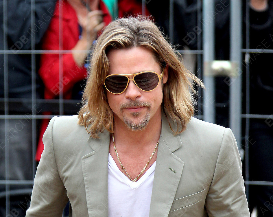 22.MAY.2012. CANNES<br /> <br /> BRAD PITT ARRIVES AT KILLING THEM SOFTLY PHOTOCALL AT THE 65TH CANNES FILM FESTIVAL<br /> <br /> BYLINE: EDBIMAGEARCHIVE.COM<br /> <br /> *THIS IMAGE IS STRICTLY FOR UK NEWSPAPERS AND MAGAZINES ONLY*<br /> *FOR WORLD WIDE SALES AND WEB USE PLEASE CONTACT EDBIMAGEARCHIVE - 0208 954 5968*