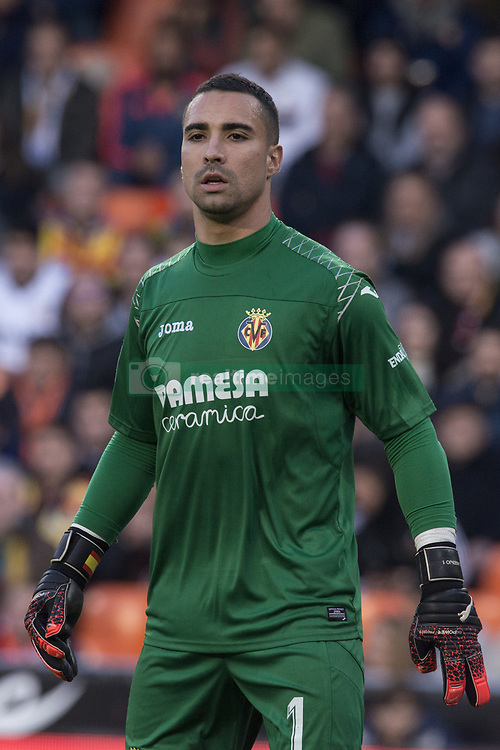 December 23, 2017 - Valencia, Spain - Sergio Asenjo during the match between Valencia CF against Villarreal CF , week 17 of  La Liga 2017/18 at Mestalla stadium, Valencia, SPAIN - 17th December of 2017. (Credit Image: © Jose Breton/NurPhoto via ZUMA Press)