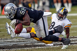OAKLAND, CA - DECEMBER 09: Linebacker Tahir Whitehead #59 of the Oakland Raiders intercepts a pass intended for wide receiver Antonio Brown #84 of the Pittsburgh Steelers during the third quarter at O.co Coliseum on December 9, 2018 in Oakland, California. The Oakland Raiders defeated the Pittsburgh Steelers 24-21. (Photo by Jason O. Watson/Getty Images) *** Local Caption *** Tahir Whitehead; Antonio Brown