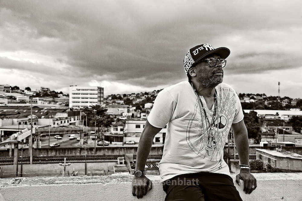 Spike Lee is shooting a new documentary Go Brazil, Go - with a lot of locations & interviews among the country- here in Vigario Geral favela, suburb & North Zone of Rio de Janeiro - at the headquarter of the Afro-Reggae NGO known for offering opportunities through music to favela kids. The documentary is too be ready fot rhe Football World Cup 2014.