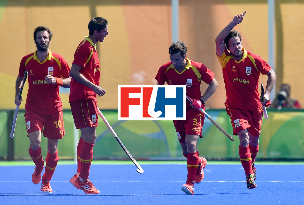 Spain's Pau Quemada (R) celebrates a goal during the men's quarterfinal field hockey Spain vs Argentina match of the Rio 2016 Olympics Games at the Olympic Hockey Centre in Rio de Janeiro on August 14, 2016. / AFP / Carl DE SOUZA        (Photo credit should read CARL DE SOUZA/AFP/Getty Images)
