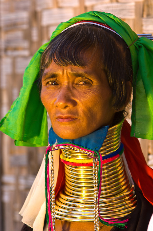 Long necked Padaung tribe woman wearing neck rings, Nyaungshwe, Shan State, Myanmar, Burma