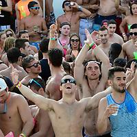 """Cancun, Q.Roo.- Jovenes universitarios de los Estados Unidos de Norteamerica, denominados """"SpringBraker"""", participan, al inicio de la temporada vacacional, en una fiesta de las divesas fiestas que hoteleros organizan con distintas dinamicas. Agencia MVT / Mario Vazquez de la Torre."""