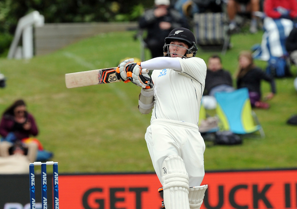 New Zealand's Tom Latham hooks a ball against Sri Lanka on day three of the first International Cricket Test, University Cricket Oval, Dunedin, New Zealand, Saturday, December 12, 2015. Credit:SNPA / Ross Setford