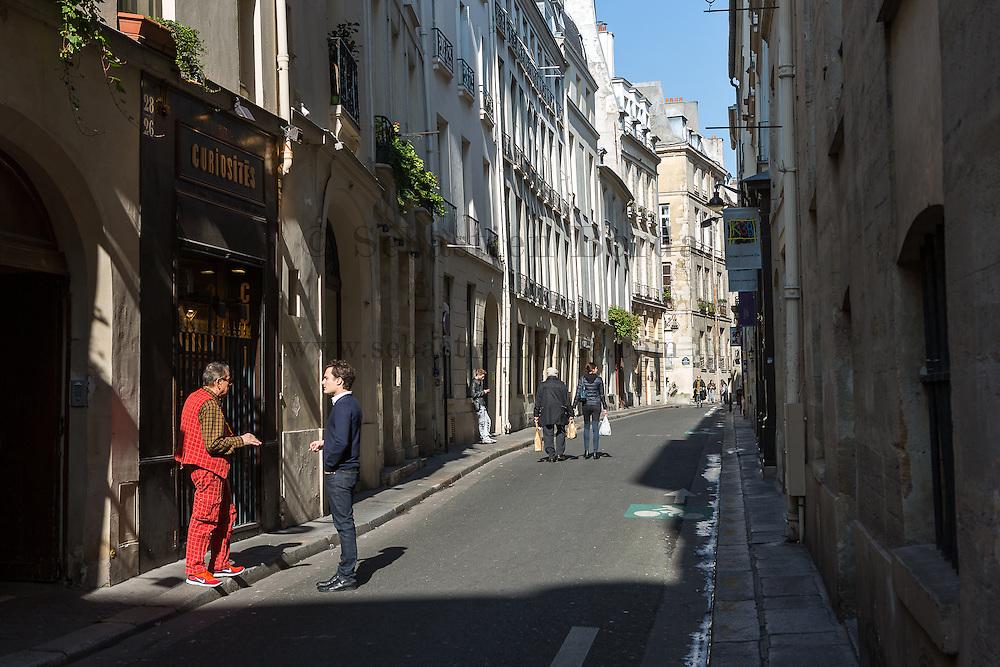 Habitants du quartier du Marais //  Parisians in the street of Le Marais district