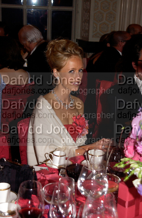 Lady Alexandra Spencer-Churchill, Ball at Blenheim Palace in aid of the Red Cross, Woodstock, 26 June 2004. SUPPLIED FOR ONE-TIME USE ONLY-DO NOT ARCHIVE. © Copyright Photograph by Dafydd Jones 66 Stockwell Park Rd. London SW9 0DA Tel 020 7733 0108 www.dafjones.com