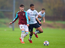 LONDON, ENGLAND - Saturday, November 4, 2017: West Ham United's Dan Chesters and Liverpool's Elijah Dixon-Bonner during the Under-18 Premier League Cup Group D match between West Ham United FC and Liverpool FC at Little Heath. (Pic by David Rawcliffe/Propaganda)
