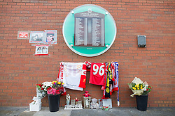 14.04.2016, Anfield Road, Liverpool, ENG, UEFA EL, FC Liverpool vs Borussia Dortmund, Viertelfinale, Rueckspiel, im Bild Gedenkstaette an die 96 verstorbenen Fans bei der Hillsborough Katastrophe am 15. April 1989Europacup vor dem Stadion // during the UEFA Europa League Quaterfinal, 2nd Leg match between FC Liverpool vs Borussia Dortmund at the Anfield Road in Liverpool, Great Britain on 2016/04/14. EXPA Pictures &copy; 2016, PhotoCredit: EXPA/ Eibner-Pressefoto/ Schueler<br /> <br /> *****ATTENTION - OUT of GER*****