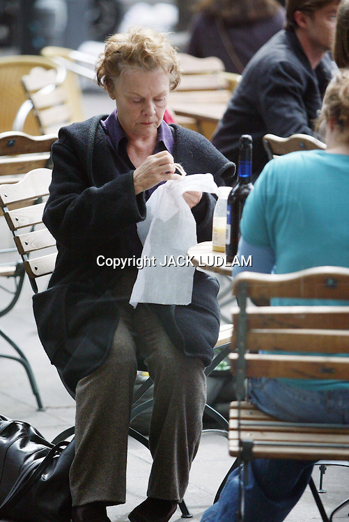 DAME JUDY DENCH DOES NEEDLE WORK.IN BETWEEN TAKES ON NOTES ON A SCANDAL High Quality Prints please enquire via contact Page. Rights Managed Downloads available for Press and Media