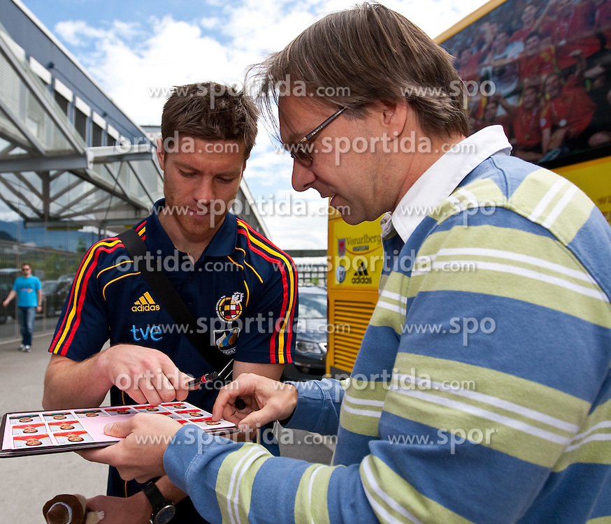 28.05.2010, Flughafen, Innsbruck, AUT, FIFA Worldcup Vorbereitung, Ankunft Spanien, im Bild Xabi Alonso, EXPA Pictures © 2010, PhotoCredit: EXPA/ J. Groder / SPORTIDA PHOTO AGENCY