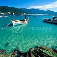 Porto da Praia da Armação, costa sul de Florianópolis, Santa Catarina, Brasil. foto de Ze Paiva/Vista Imagens